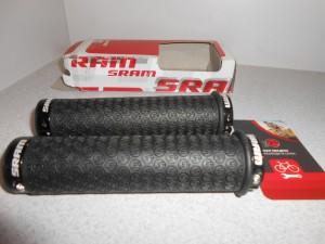 Гріпси SRAM DH SILICONE LOCK чорні, червоні - 680 грн